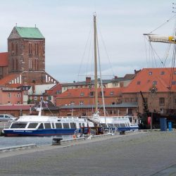 Alter Hafen mit Nicolaikirche und Wassertor
