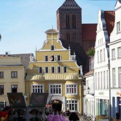 Löwenapotheke und Nicolaikirche